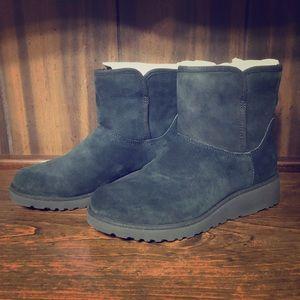 Women's UGG Kristin Boots, short, size 7 NWB